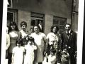 12_die-familien-gina-und-dano-auf-dem-marktplatz-bei-dana-ginovas-hochzeit-1970er-jahre